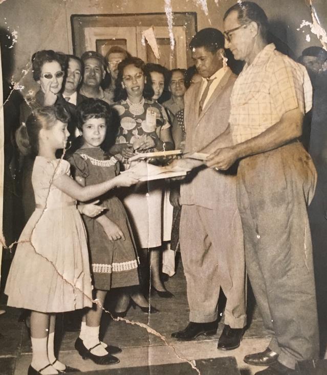 Griselda 1961 handing titulo to Carlos Perez Isla
